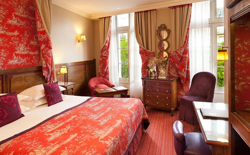 Les chambres h tel au manoir st germain des pr s site for Hotel paris chambre 4 personnes